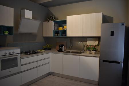 Offerta cucina angolare Creo mod. Nita | Sala Arredamenti Lecco